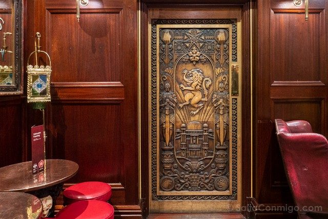 Que Ver En Belfast The Dark Horse Door Of Thrones