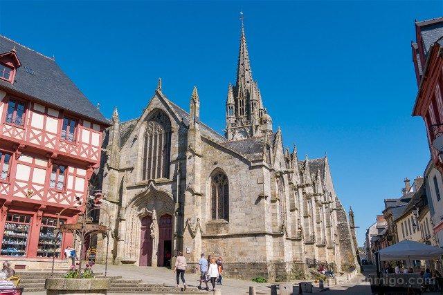 Que ver en Josselin Bretana Basilica Notre Dame Roncier