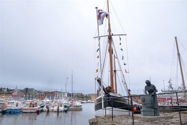 Torshavn Islas Feroe Puerto Estatua Barco