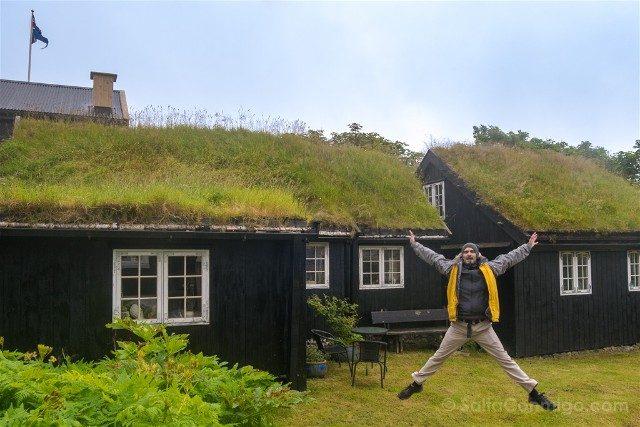Torshavn Islas Feroe Tinganes Salto