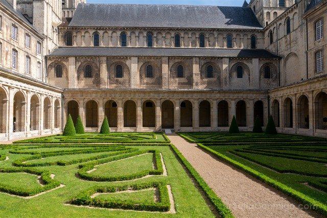 Que ver en Caen Abadia de los Hombres Claustro