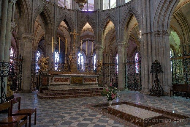 Que ver en Caen Abadia de los Hombres Epitafio Guillermo Conquistador