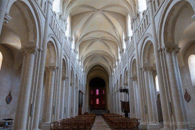 Que ver en Caen Iglesia Trinidad Interior