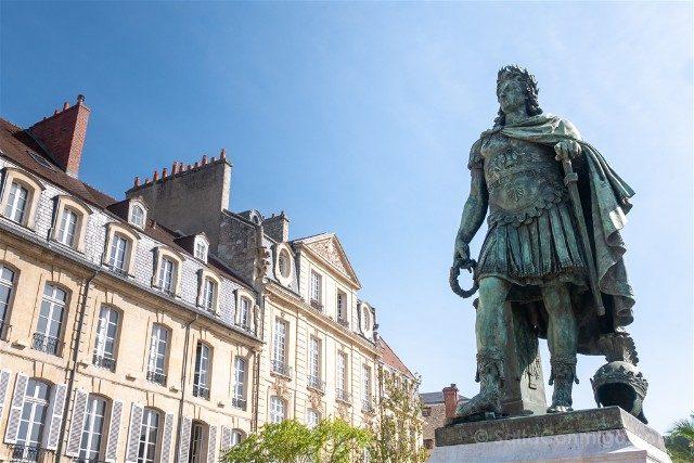 Que ver en Caen Place Saint-Sauveur Luis XIV