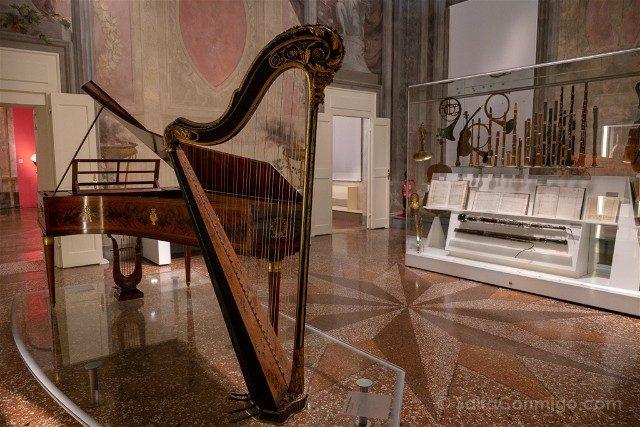 Museo Internacional Biblioteca de la Musica de Bolonia Sala Instrumentos
