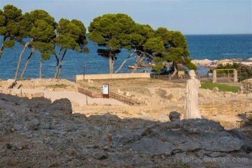 Ruinas de Empuries Ciudad Griega Asclepio Entero Mar