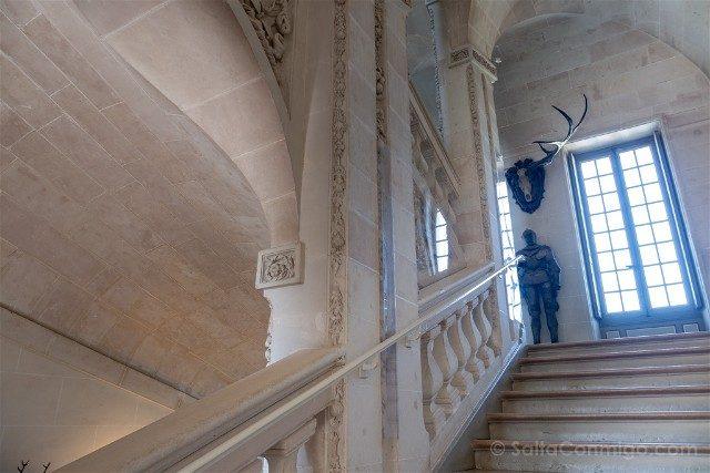 Castillo de Cheverny Valle del Loira Escalera Armadura Cornamenta