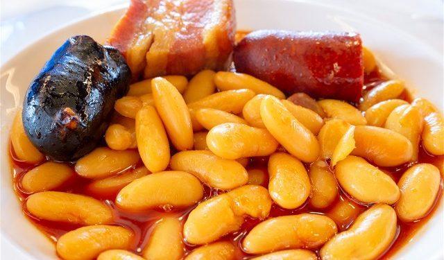 Donde Comer En Oviedo Corte de Pelayo Fabada
