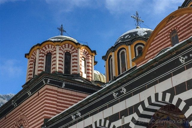 Monasterio de Rila Iglesia Natividad Virgen Cupulas