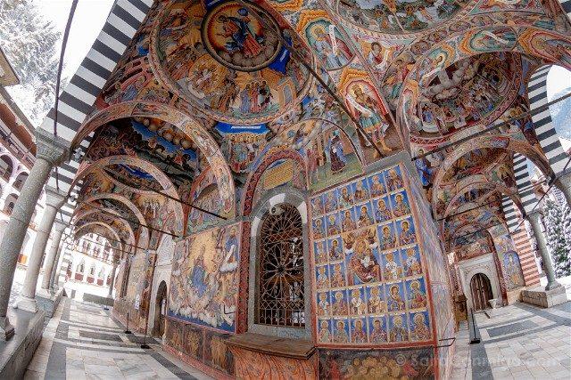 Monasterio de Rila Iglesia Natividad Virgen Frescos Exterior Ojo Pez