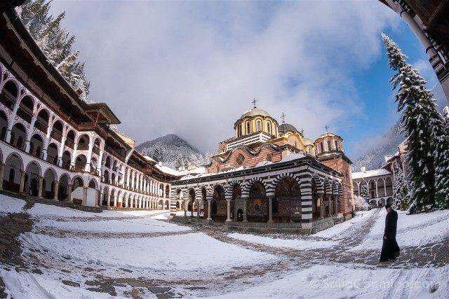 Monasterio de Rila Iglesia Natividad Virgen Monje Ojo Pez