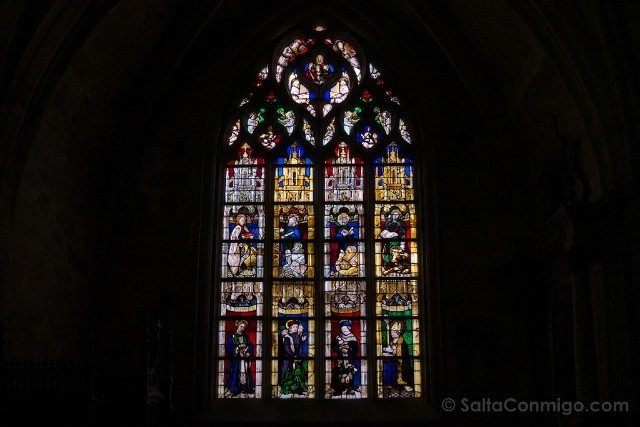 Que ver en Dinan Iglesia San Salvador Interior Vidriera
