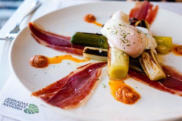 Comer en Pamplona Restaurante Cuatro Tres Puerro Jamon