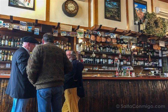 Comer en Pamplona Servicial Vinicola Local