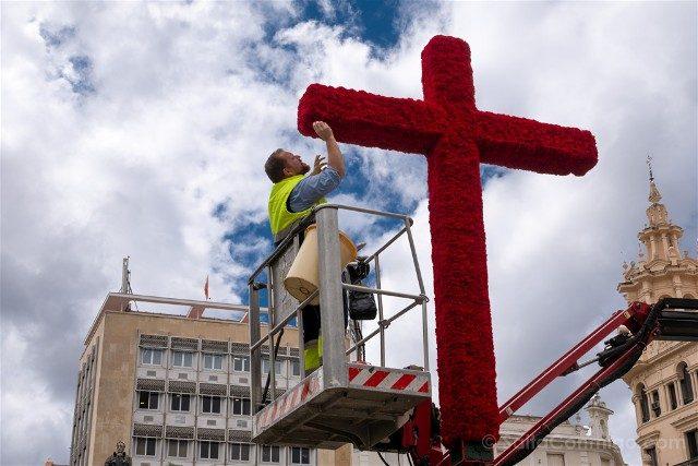 Cruces de Mayo en Cordoba Cruz Ciudad Montaje