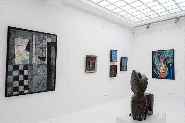 Museos de Wroclaw Pabellon Cuatro Cupulas Arte Moderno Sala