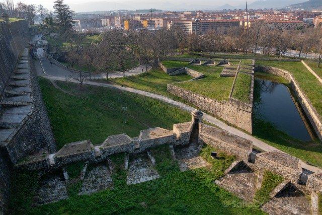 Que ver en Pamplona Muralla Baluarte Labrit