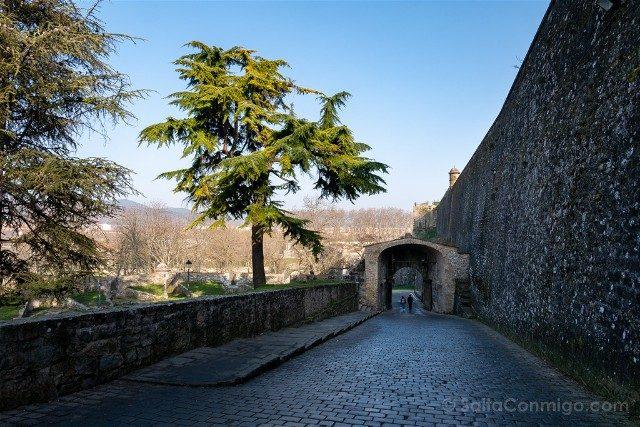 Que ver en Pamplona Muralla Portal Francia