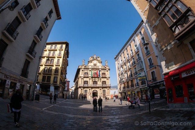 Que ver en Pamplona Plaza Consistorial Ayuntamiento Ojo Pez