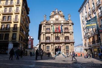 Que ver en Pamplona Plaza Consistorial Ayuntamiento Salto