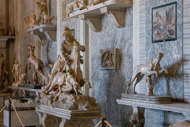 Museos Vaticanos Estatua Mitra