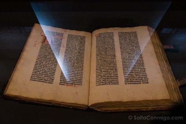 Museo Plantin-Moretus Amberes Gutenberg Biblia 36 Lineas