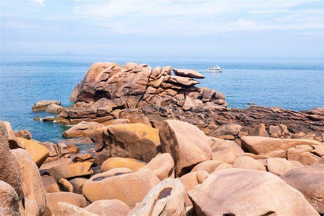 Costa de Granito Rosa Bretana Ploumanac'h Sentier Douaniers Caos Barco