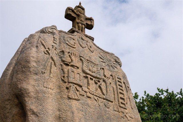 Costa de Granito Rosa Bretana Saint Uzec Menhir Detalle