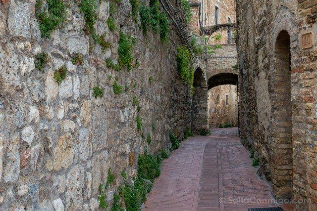 Que Ver en San Gimignano Calle Estrecha