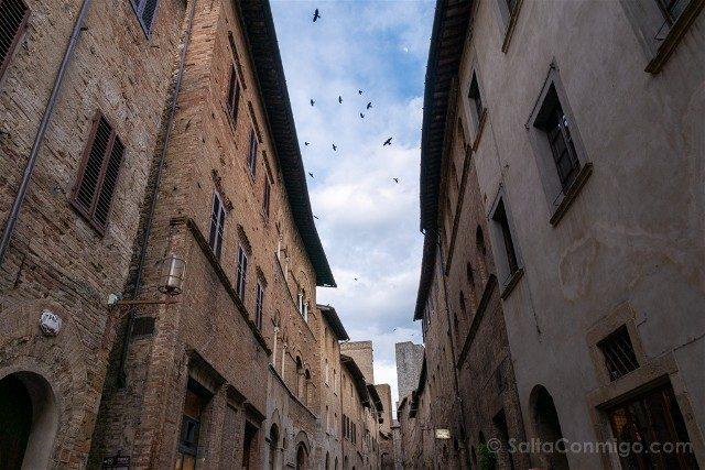Que Ver en San Gimignano Calle Pajaros