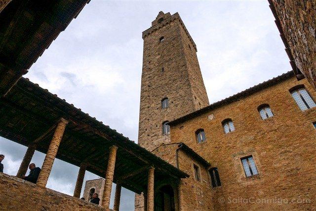 Que Ver en San Gimignano Palazzo Popolo Patio Torre