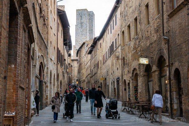 Que Ver en San Gimignano Via Mateo