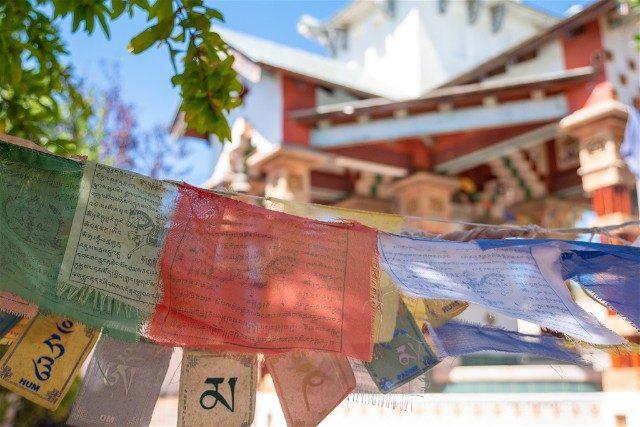 Garraf Monasterio Budista Banderines