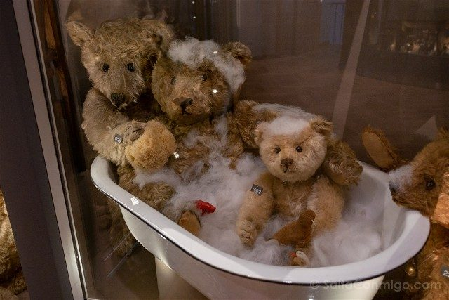 Museos de Basilea Spielzeug Welten Museum Basel Juguetes Osos Bano