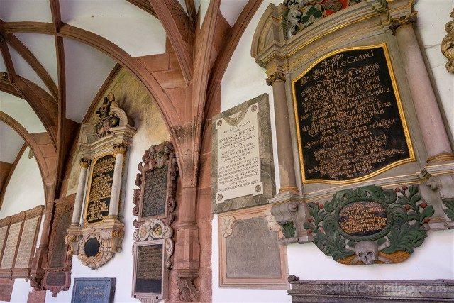 Que Ver en Basilea Catedral Claustro Lapidas
