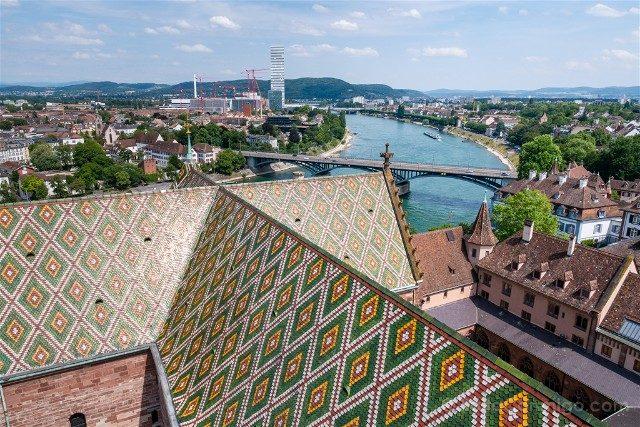 Que Ver en Basilea Catedral Vista Torres Tejas Rin