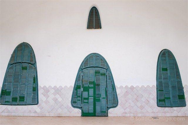 Que Ver en Terrassa Modernismo Masia Freixa Ventanas