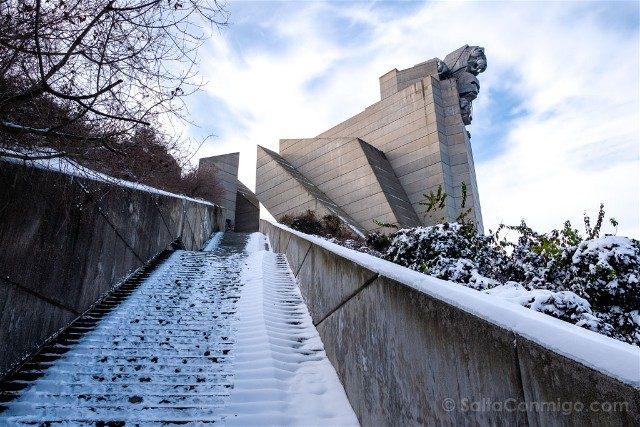 Monumento Fundadores Estado Bulgaro Shumen Leon Escaleras