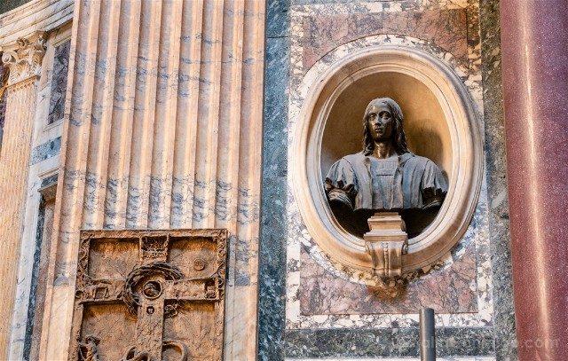 Panteon de Roma Interior Busto Rafael