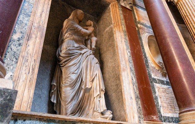 Panteon de Roma Interior Virgen Rocas Lorenzetto