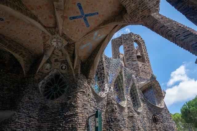 Colonia Guell Cripta Exterior Torre