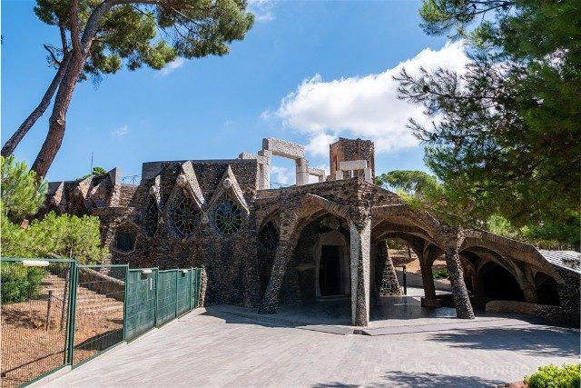 Colonia Guell Cripta Exterior