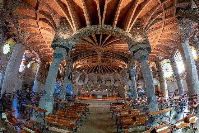 Colonia Guell Cripta Interior Ojo Pez