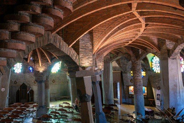 Colonia Guell Cripta Interior Techo Sara