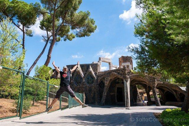 Colonia Guell Cripta Salto