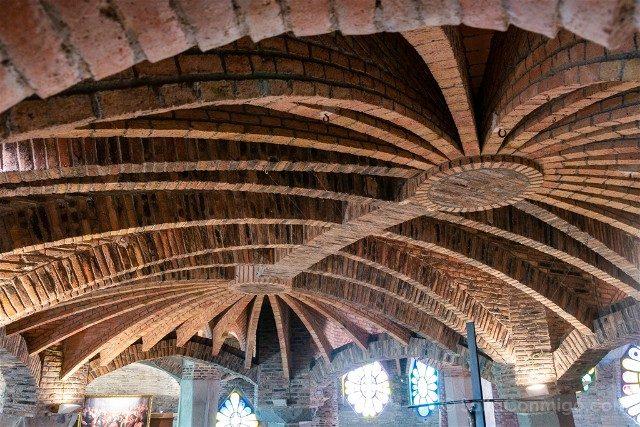 Colonia Guell Cripta Techo Ladrillo