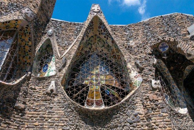 Colonia Guell Cripta Ventana Exterior