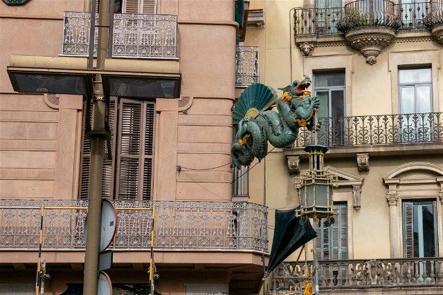 Edificios Modernistas de Barcelona Casa Bruno Quadros Dragon