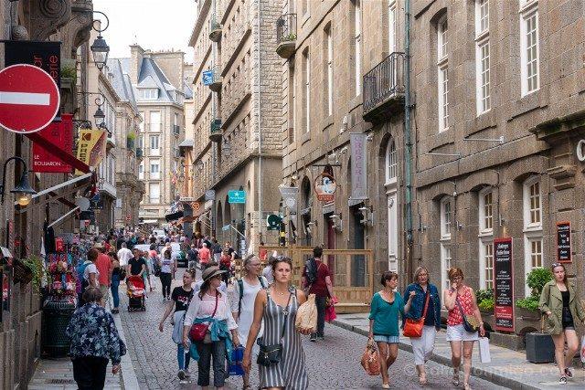 Que Ver en Saint-Malo Calle Turistas