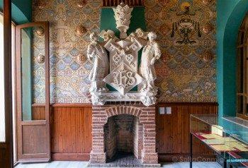 Modernismo Provincia Barcelona Canet de Mar Casa Museu Domenech Montaner Escudo Pontificia